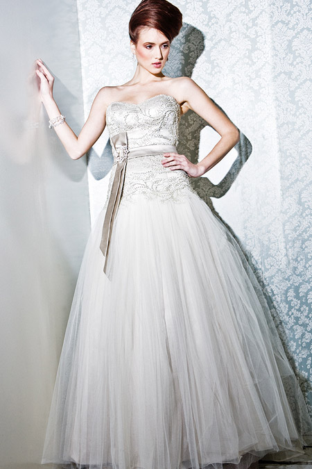Full Skirt Detailed Bodice Bridal Gown