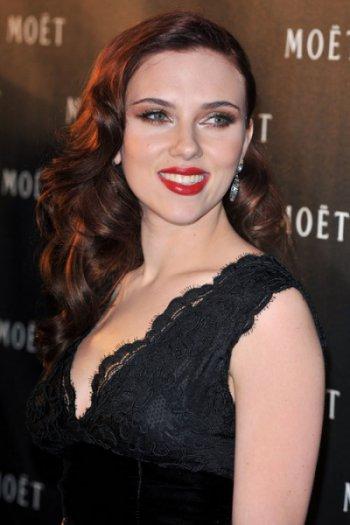 Scarlett Johansson 1940s Pin Curls