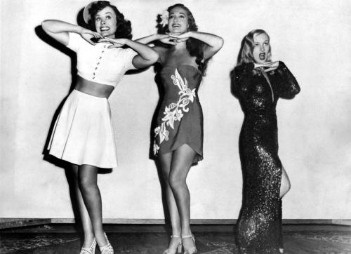 1940s Dress & Pin Curls