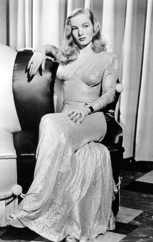 Pin Curls & 1940s dress