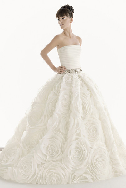 Rose Full Skirt Wedding Dress