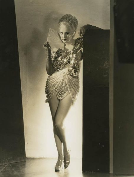 1920s Pearl Flapper
